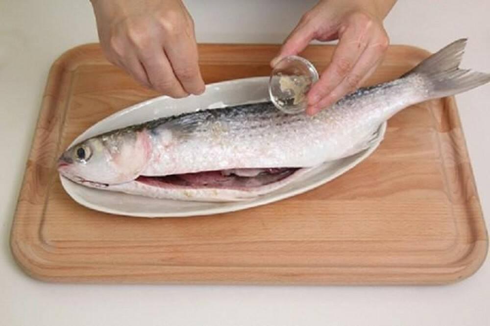 khử mùi tanh của cá bằng rượu