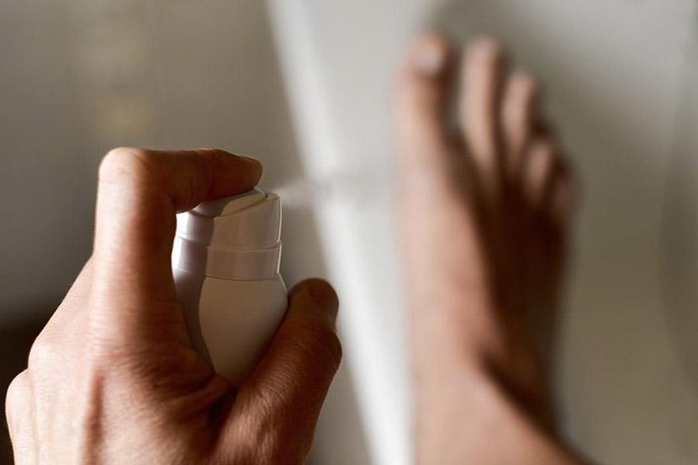 dung dịch xịt khử mùi giầy là phương pháp nhanh gọn