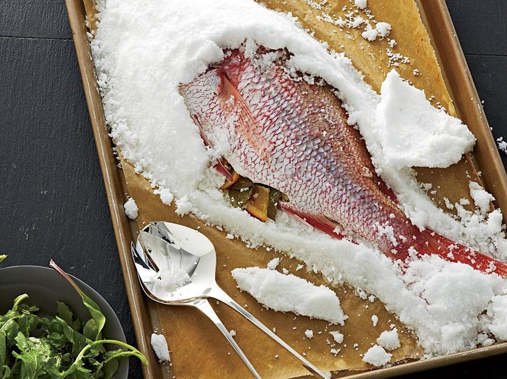 khử mùi tanh của cá bằng muối biển