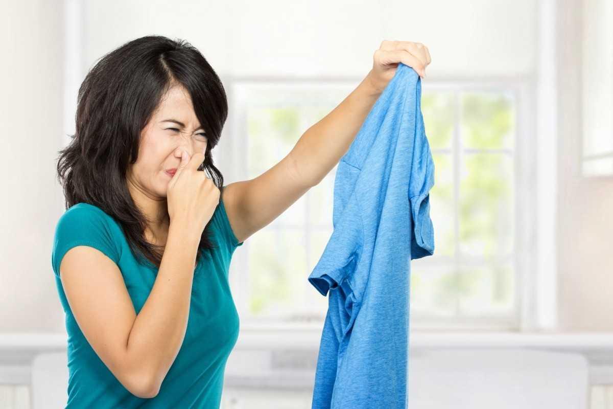 quần áo không khô bốc mùi hôi