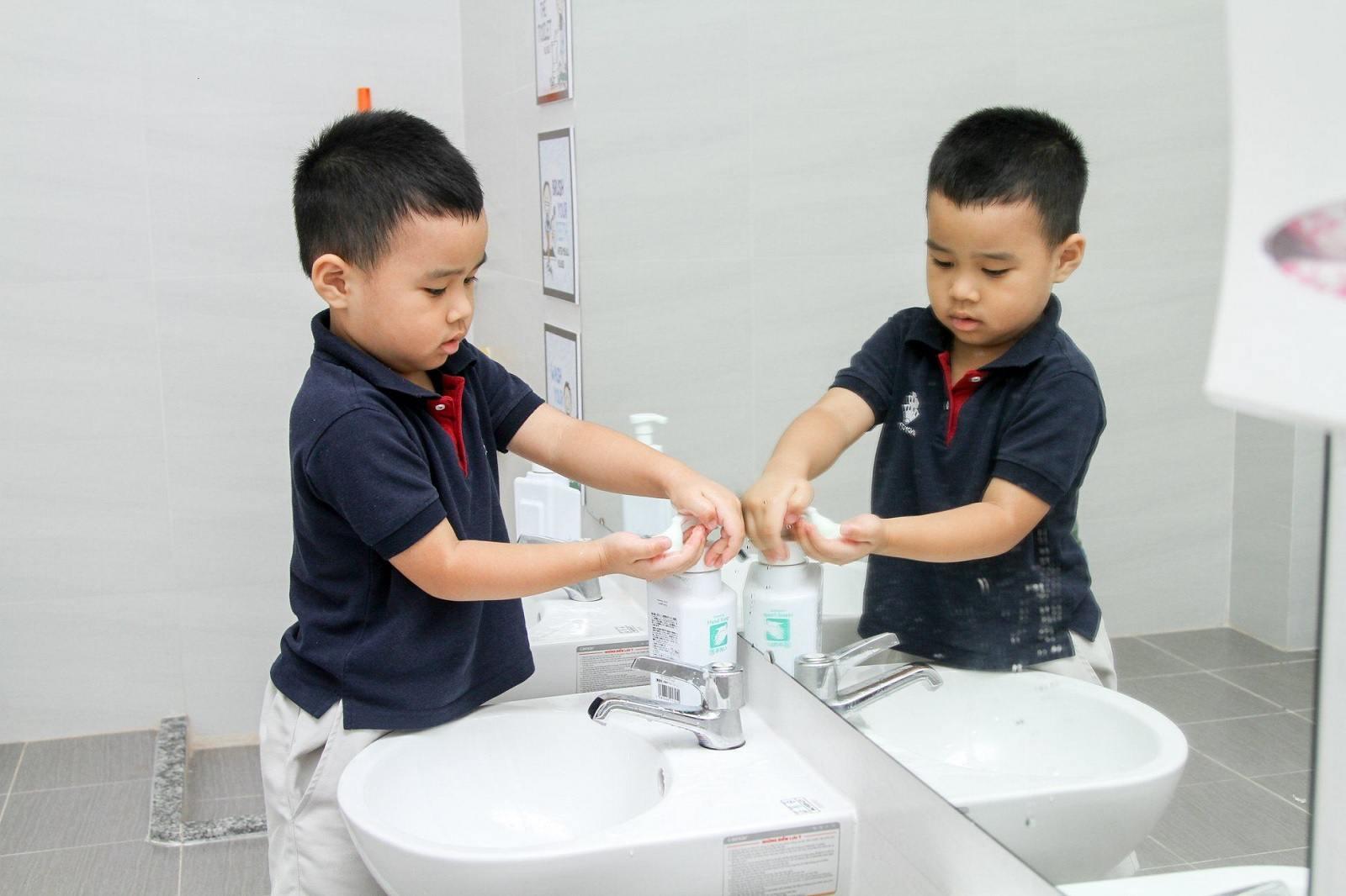 Quy trình 6 bước rửa tay cho trẻ mầm non đúng cách