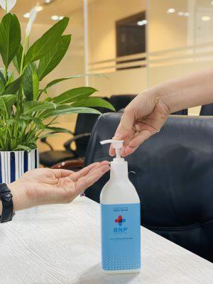 Rửa tay bằng dung dịch rửa tay khô dạng Gel
