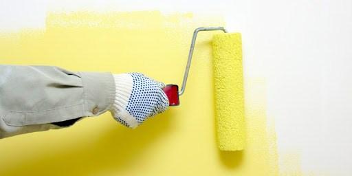 trang bị găng tay hạn chế mùi nước sơn