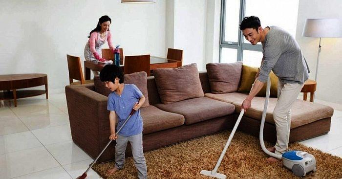 vệ sinh nhà cửa thường xuyên sẽ giảm được mùi hôi